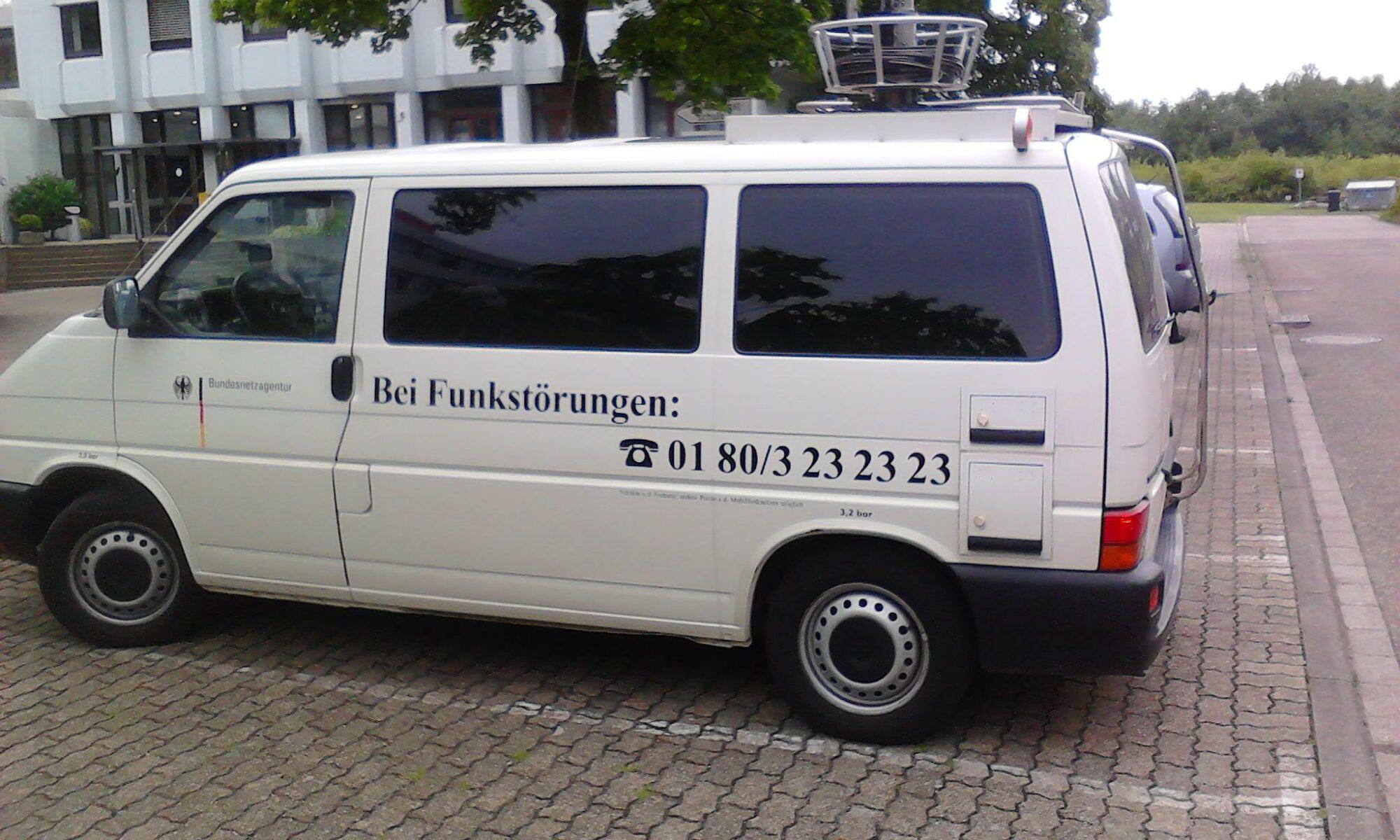 messwagen der Bundesnetzagentur vor der Zivildienstschule Karlsruhe am 9. Juni 2011